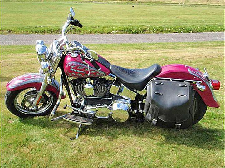 Efterlysning – Röd Harley-Davidson Heritage Softail Classic FLSTCI stulen i Borlänge