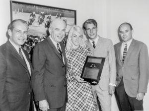 1969 utnämndes Björks Motor & Import till Årets Harley-Davidson-återförsäljare, Dealer of the year. Från vänster John Davidson, William Davidson, Kia Sinkkonen, Börje Björk och Gordon McRoberts.