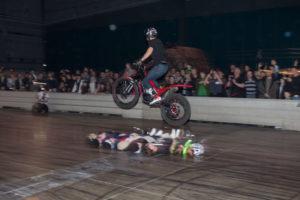 Trial-mästaren i aktion. Inga barn skadades när detta foto togs.