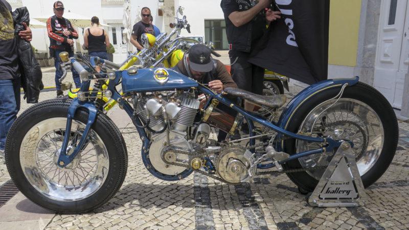 Italienaren Mirko Peruginis fina custombygge i Portugal.