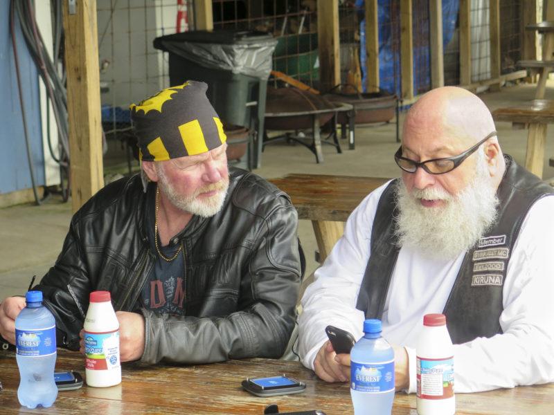 Ove och Dave på bryggrestaurangen.