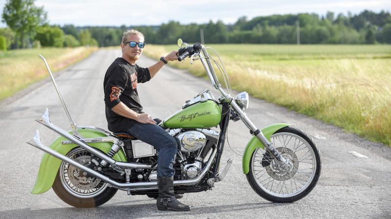 Andreas Warnbergs första Harley-Davidson blev inte någon standardhoj precis.